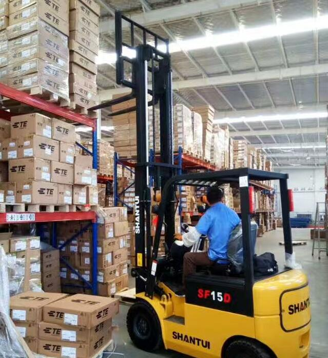 1 5 Ton Battery Forklift