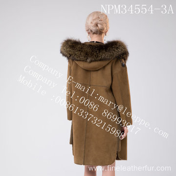 Women Medium Hooded Fur Overcoat In Winter
