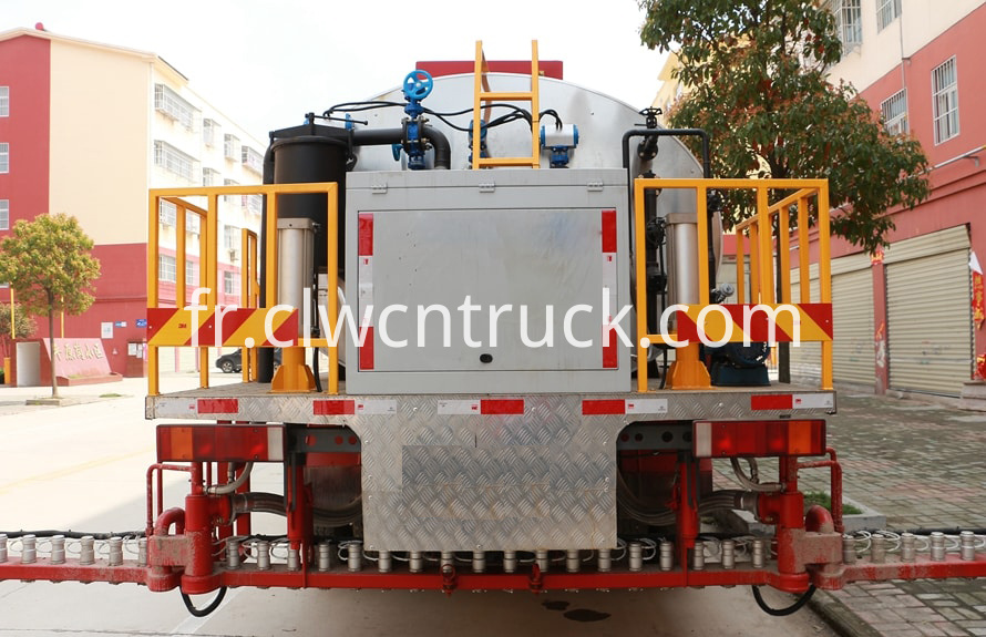 asphalt distributor machine 4