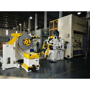 Compact coil feeding line for presses
