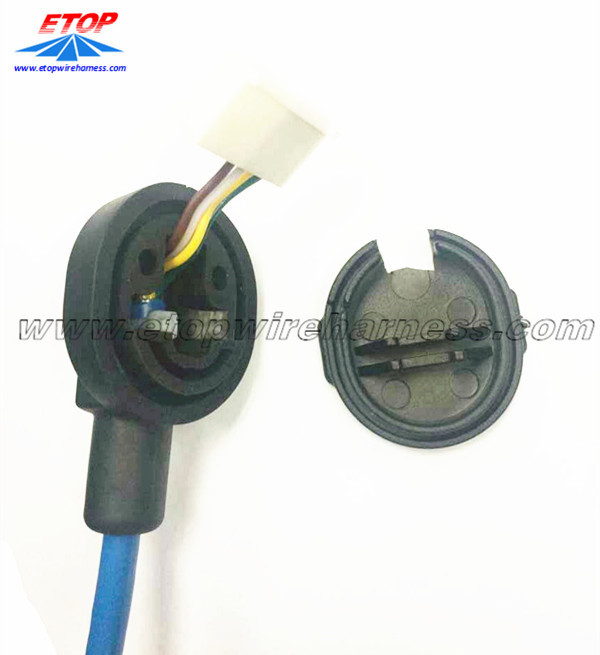 Cable assembly with grommet
