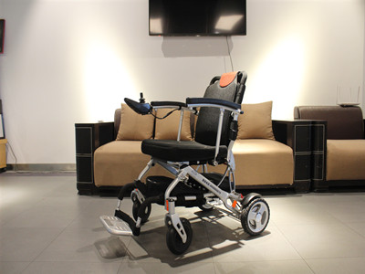 Luxury lithium - electric wheelchair (3)