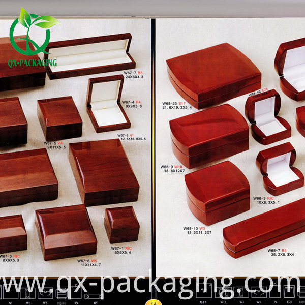packaging jewelry gift box