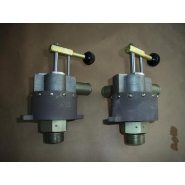 Four-position three-way reversing valve
