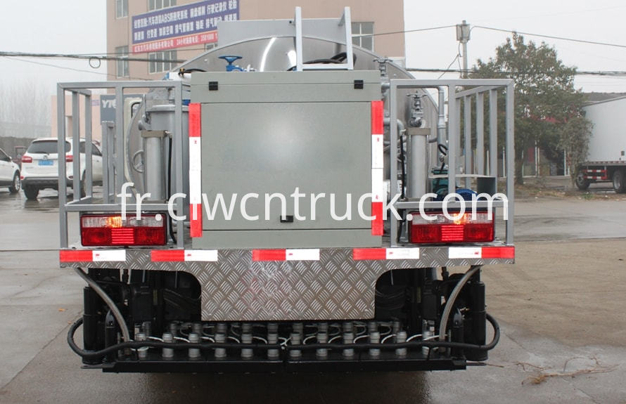 Asphalt distribution truck 4