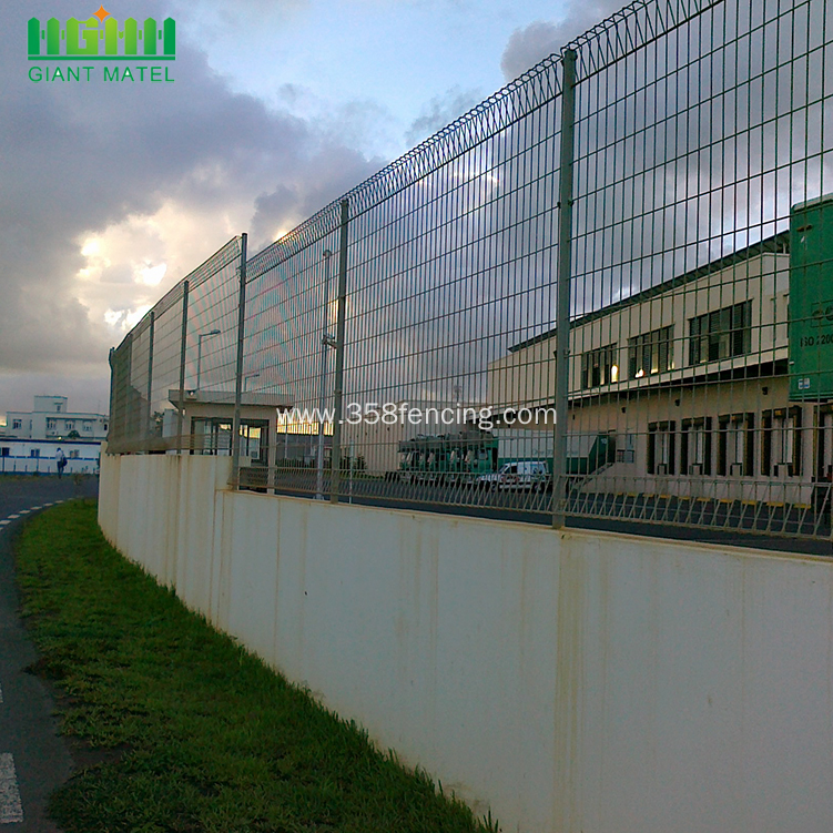 High Quality Galvanized Roll Top Fence BRC Fence