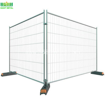 Retractable fencing panel for construction