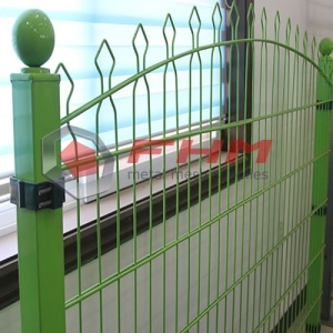 Decorated Green Metal Pyramid Mesh Fence
