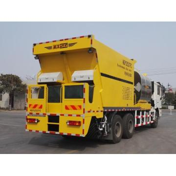 Synchronous chip sealer truck