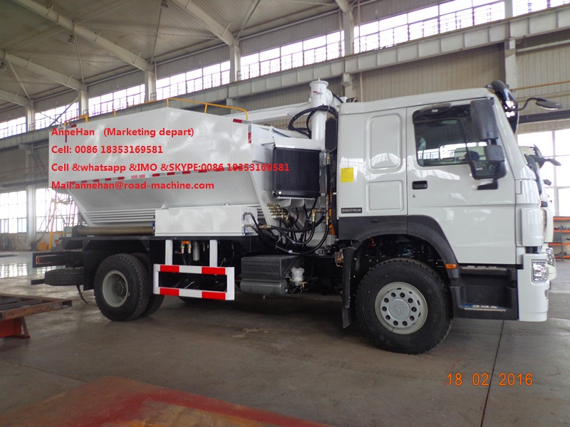 Sinotruk 6T Site mixed granular ANFO Explosive Truck