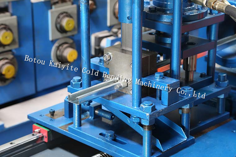 light gauge track and stud machine