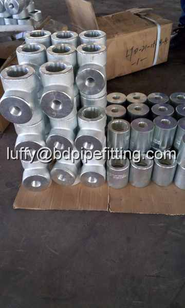 Galvanized pipe fitting tee