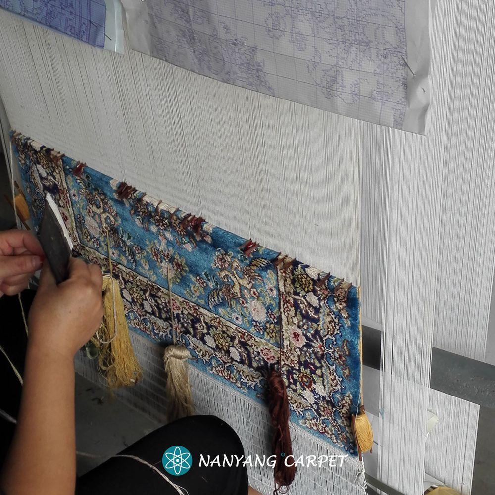 Hand knotting carpet