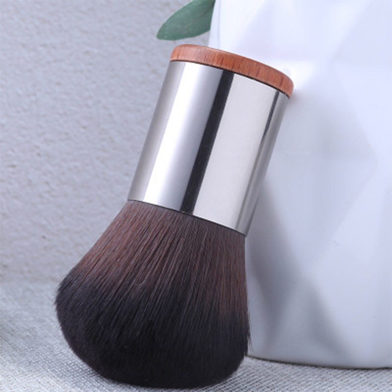 Single Kabuki powder brush
