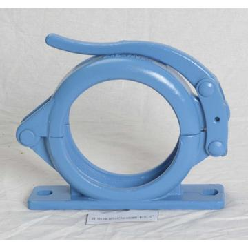 Concrete pump mounting clamp couplinmg