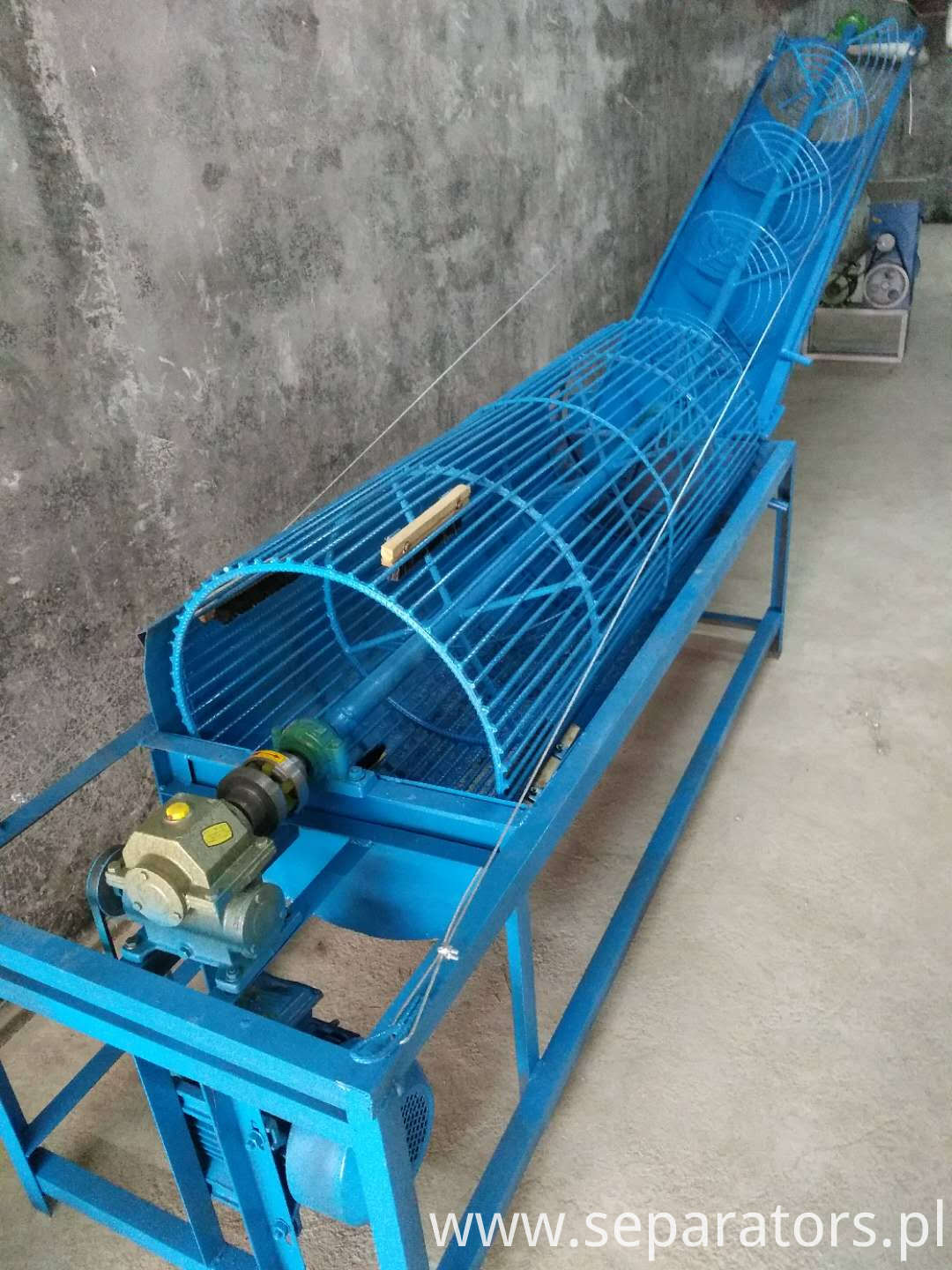 QX-200 Hawthorn Cleaning Conveyor