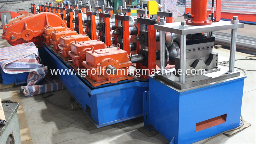 Three Waves Guardrail Roll Forming Machine