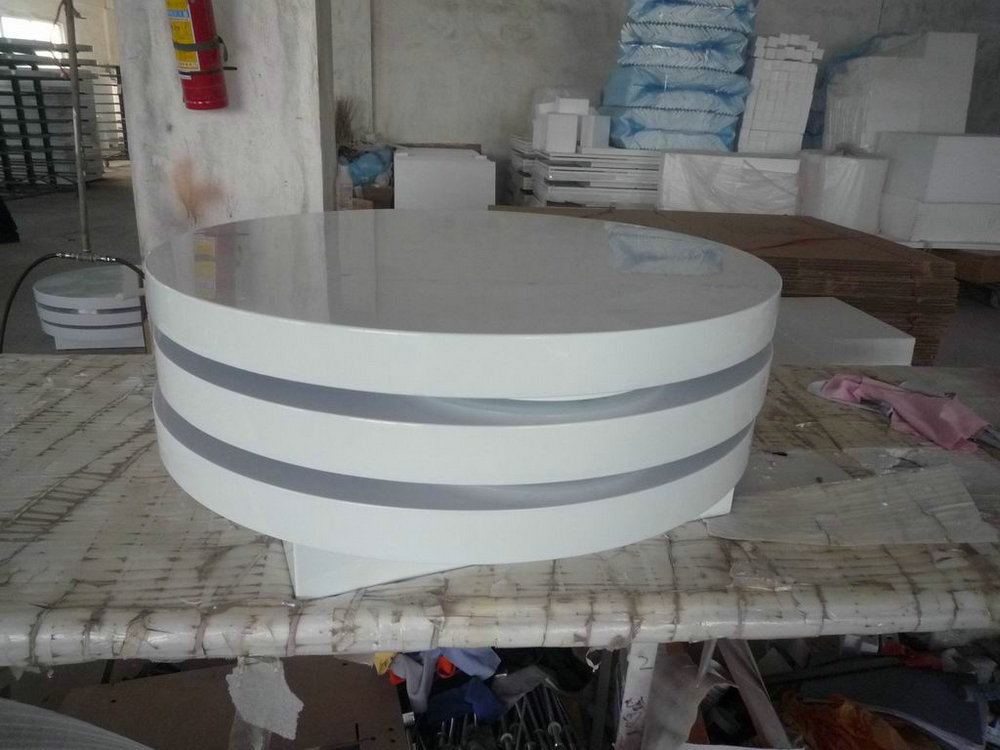 Round coffee table in white high gloss