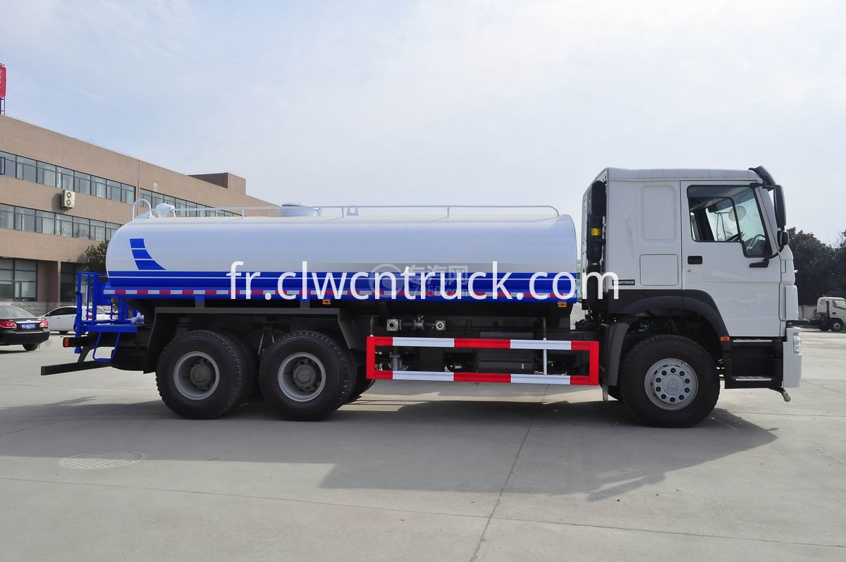 road sprinkler truck 1