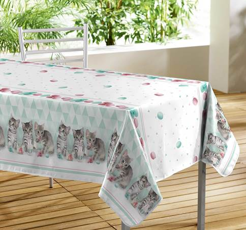 Simple Cutting Edge Tablecloth