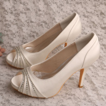 Good Quality for Evening Shoes,Italian Bridal Party Shoes,Women Shoes Genuine Leather Manufacturers and Suppliers in China Ivory Satin Ladies Shoes for Special Occasions supply to Japan Wholesale