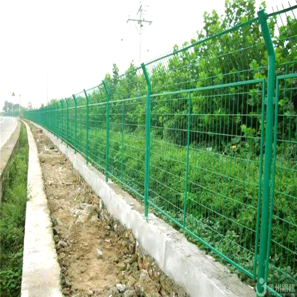 pvc coated rive fence