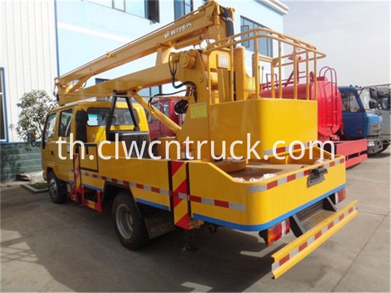 truck mounted aerial lift 3