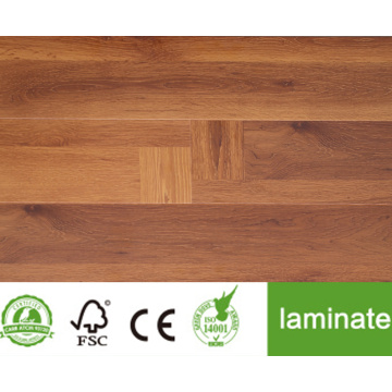 Sol stratifié de la collection Rustic Oak
