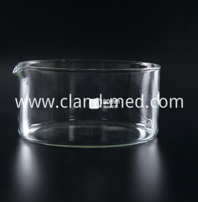 1173 Crystallizing Dish with Spout (1)