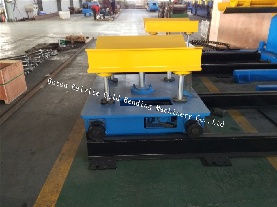 hydraulic decoiler with hold down arm