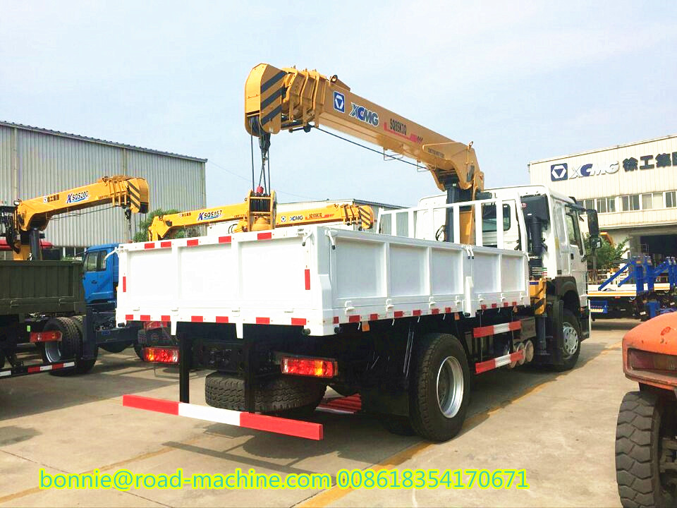 SINOTRUK HOWO Lorry-mounted crane