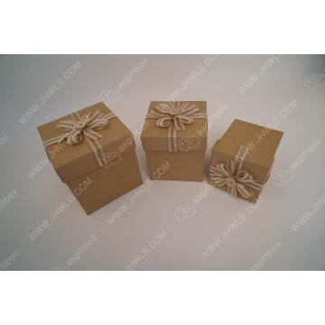 Paper gift box with hand made flowers