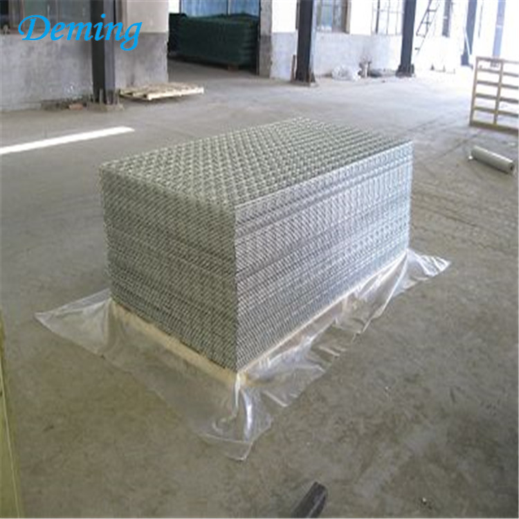 Green Galvanised Wire Mesh Welded Wall Fence
