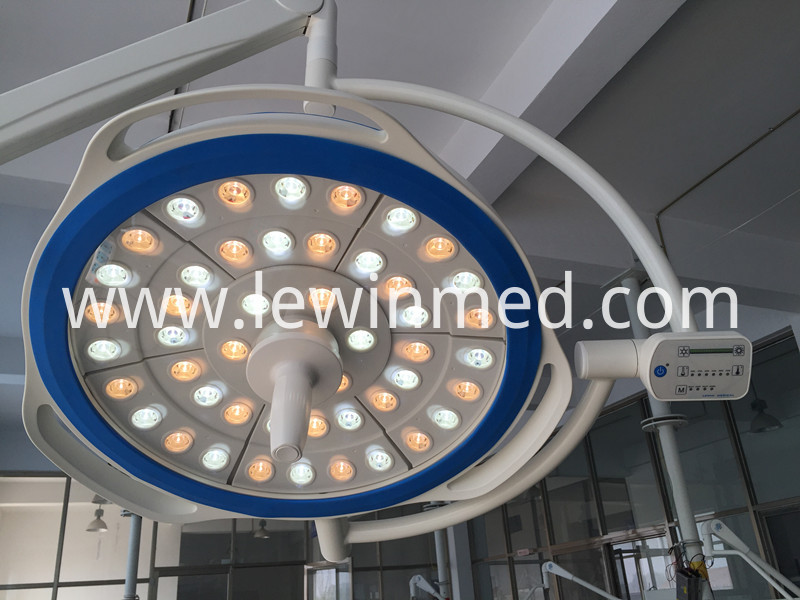 Ceiling mount reound surgical lamp