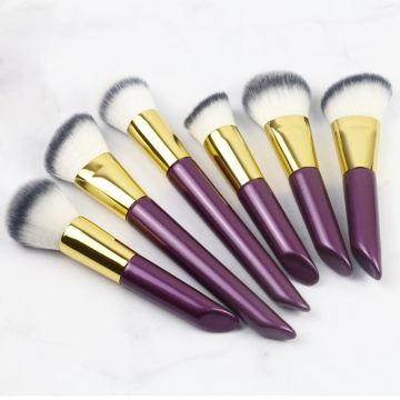 Purple mitundu makeup brush
