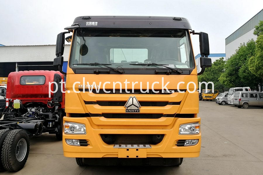 semi-trucks towing vehicles details 1