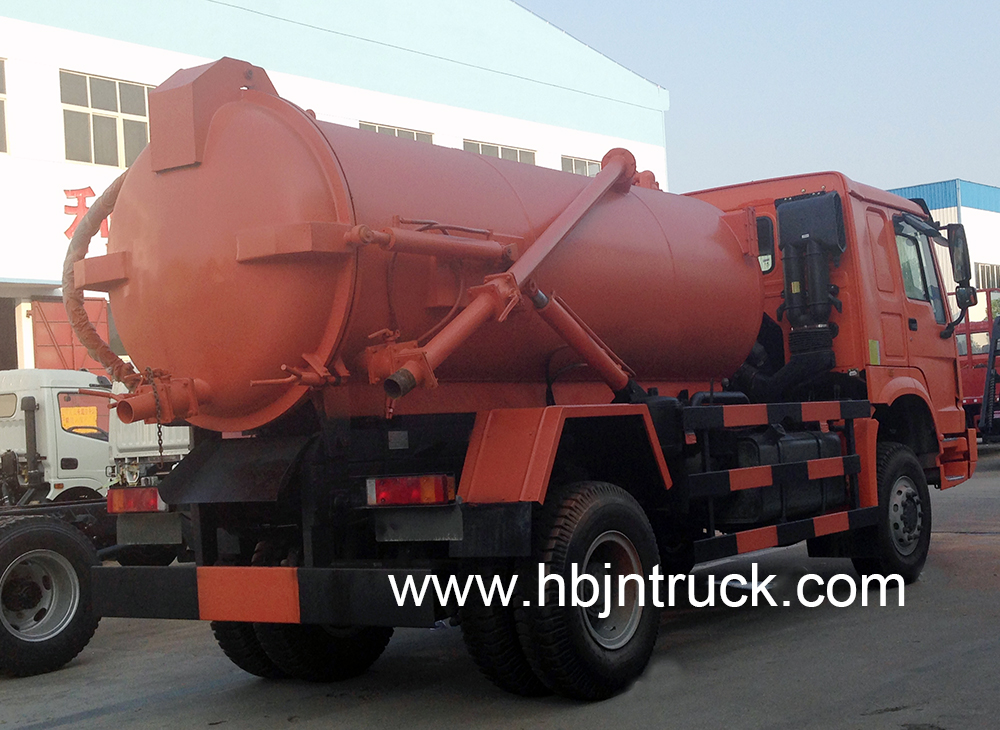 4 x 4 sewage suction truck