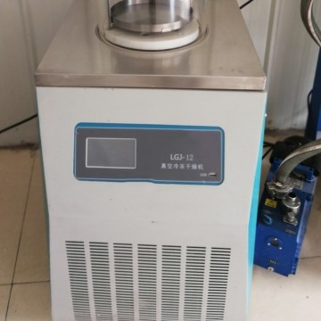 Small vertical laboratory type pilot freeze dryer