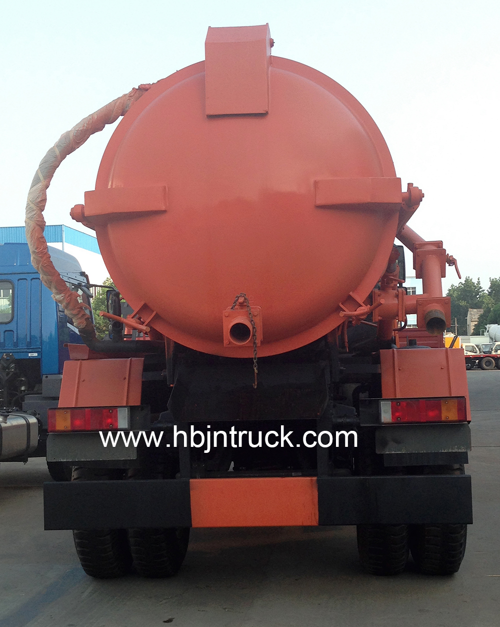 howo vacuum tank truck rear side