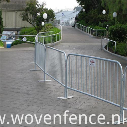 Crowd control barrier