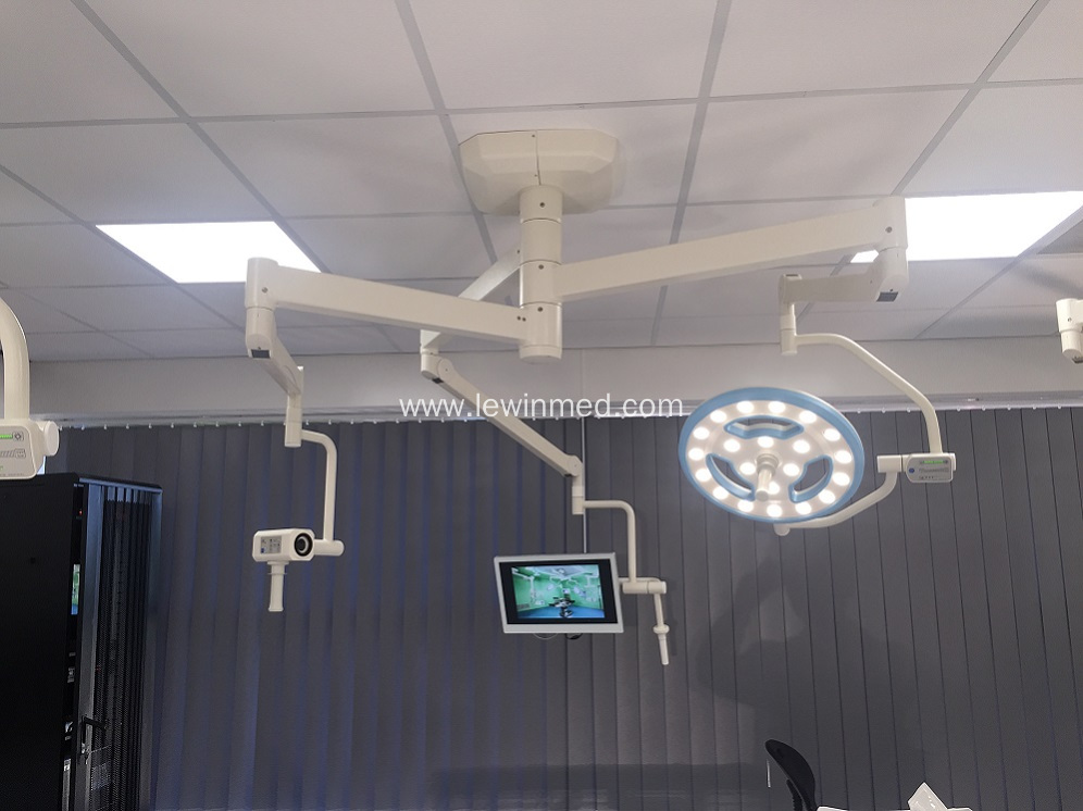 Hollow type surgical operating lamp with camera