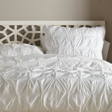 Pinch to fold duvet cover sets