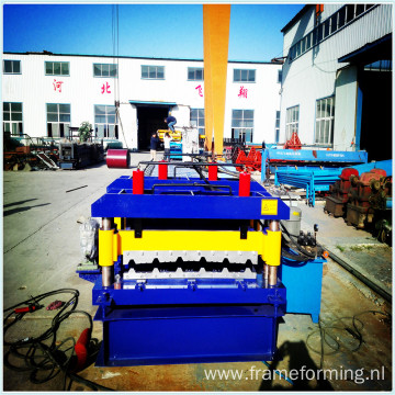 Colored steel sheet rolling machine