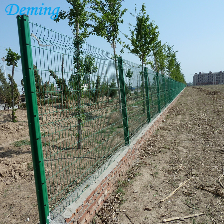 PE Dipped Coating Curves Wire Mesh Fence