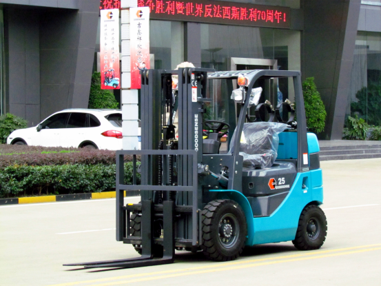 Dual Fuel Short Wheelbase Forklift
