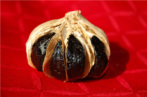 Whole-Black-Garlic-with-Some-Bulb