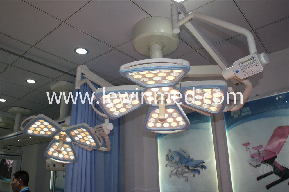 Dual arm ceiling Shadowless Lamp 1