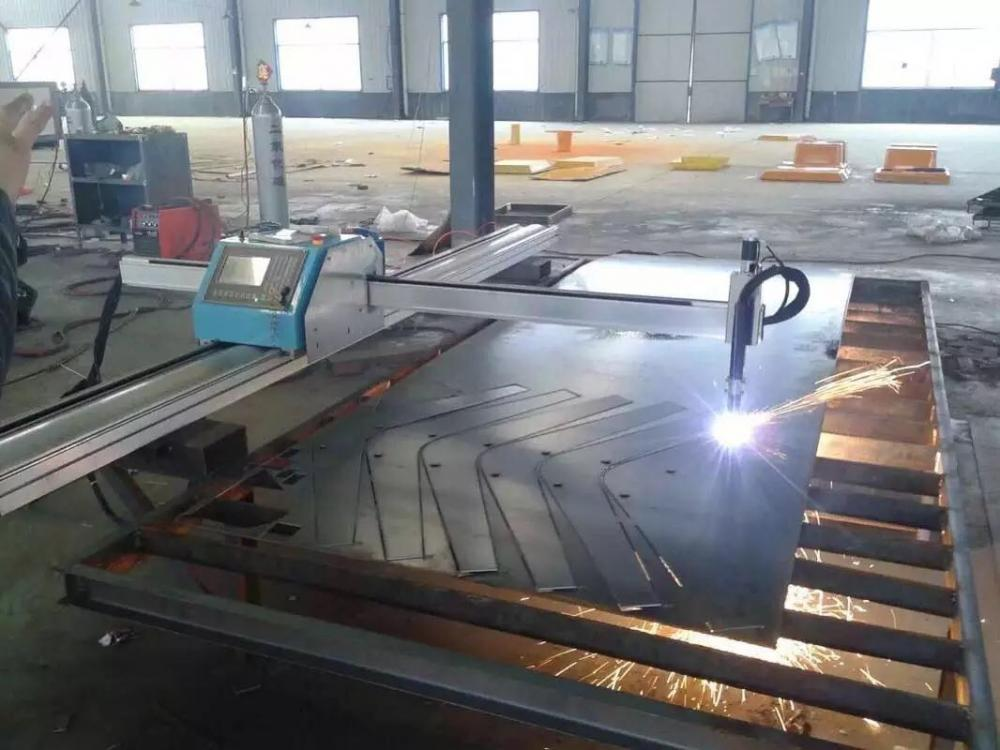 Portable plasma cutter for metal