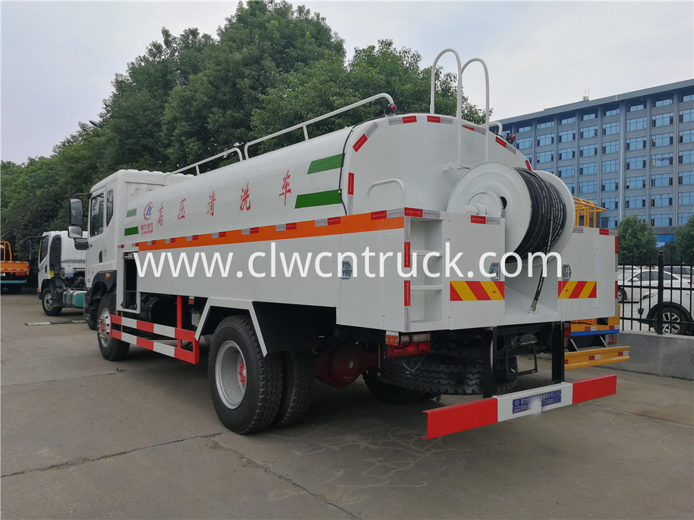 high pressure washing truck 5