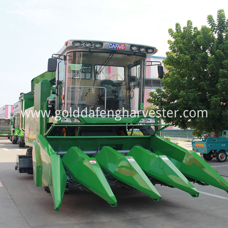 4 Rows Corn Harvester